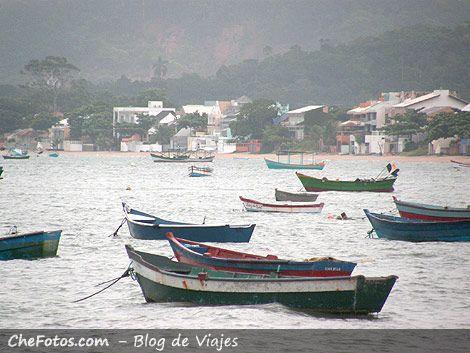 Botes en Playa do Canto Bombinhas