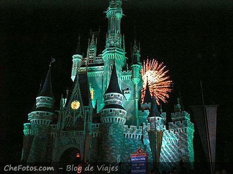 Cierre del Magic Kingdom con fuegos artificiales