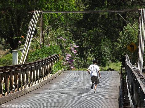 cruzando-puente-corriendo