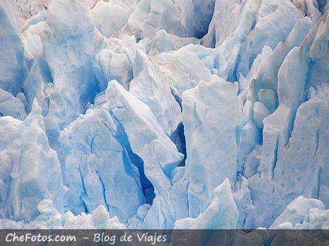 Los azules tonos del hielo glaciar