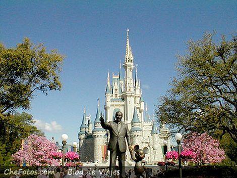 Walt Disney y Mickey te dan la bienvenida