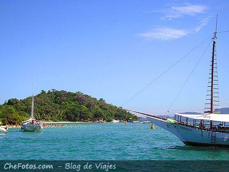 Paseo de escuna por Ilhas de Angra
