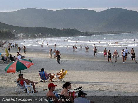 Playa céntrica de Garopaba - SC