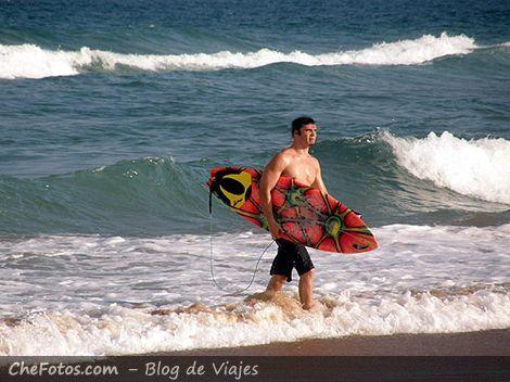 Surfista en Praia do Rosa - Garopaba