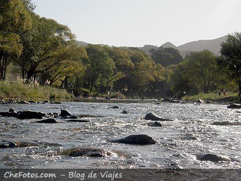 Rio y sierras en Alpa Corral