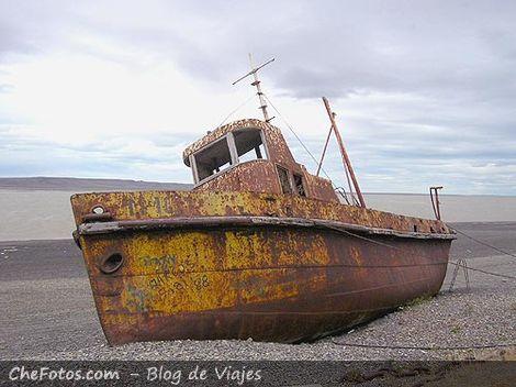 Barco varado en Río Gallegos