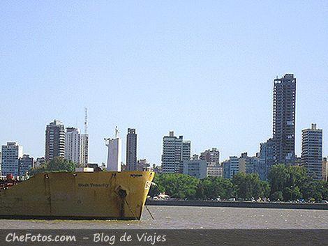 Postal Rosarina, Barcos, el río y los edificios
