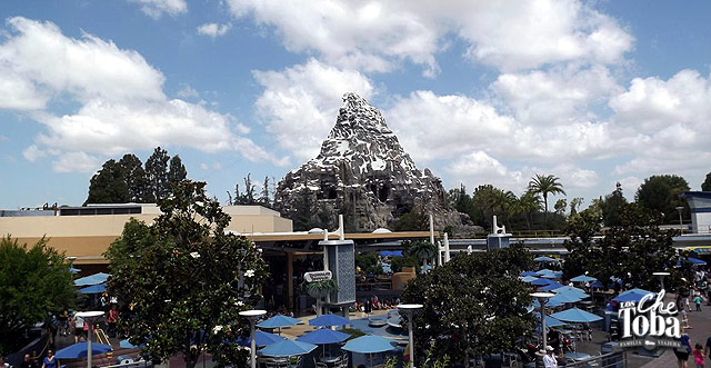 Matterhorn Mountain (similar a Expedición Everest (YETI) en Animal Kingdom
