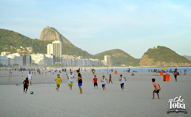 Playa de Copacabana a la tarde