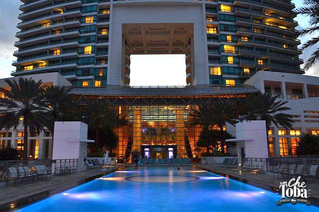 piscina-diplomat-resort