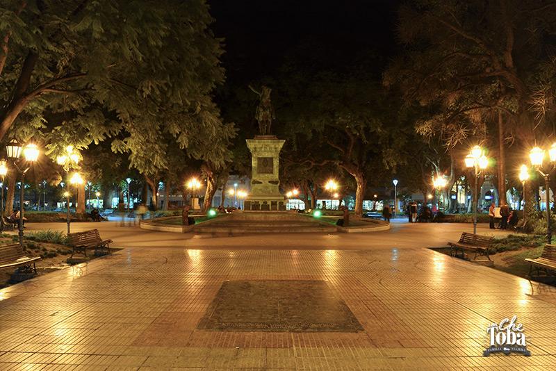 plaza-noche