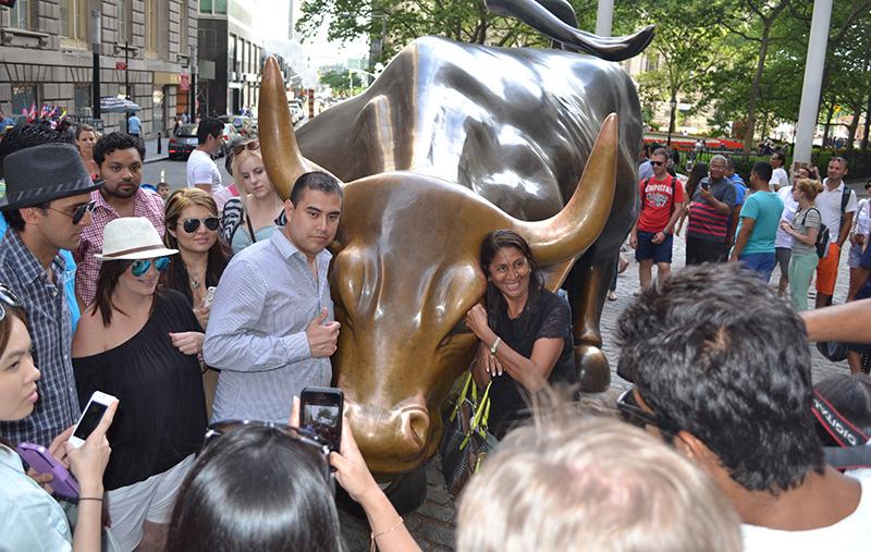 Toro de Wall Street y turistas