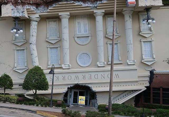 La casa invertida de Orlando - WonderWorks 5