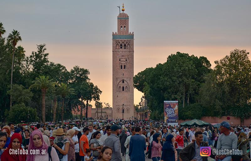 Mezquita Kutubia, Plaza de Marrakech