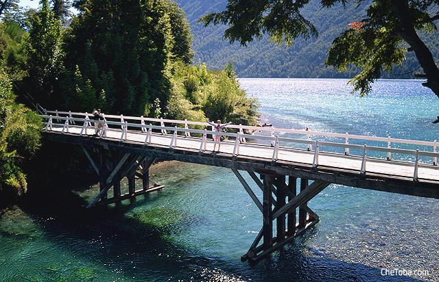 Puente Peatonal Río Correntoso