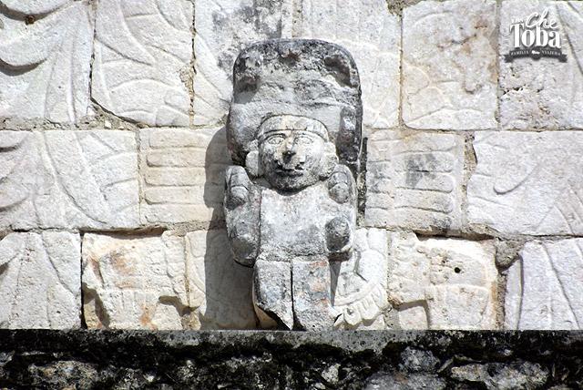esculturas-mayas-la-iglesia