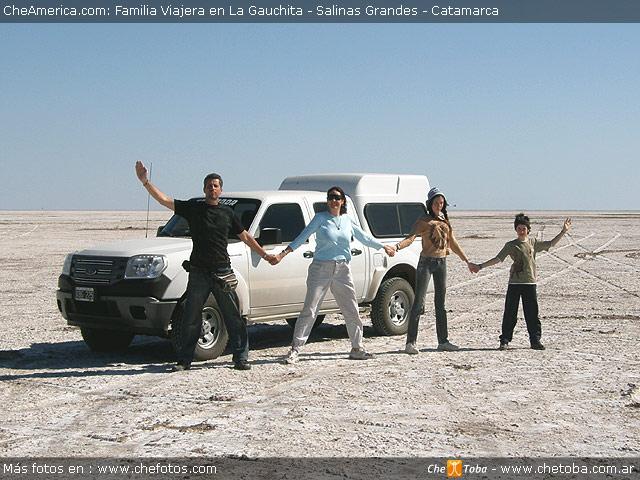 Familia Viajera en Salinas Grandes - Catamarca - Argentina