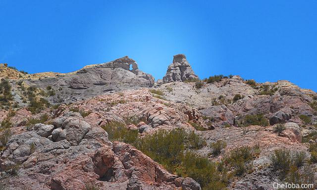 Roca con forma de ventana