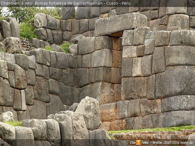 Puertas de Sacsayhuaman - Cusco