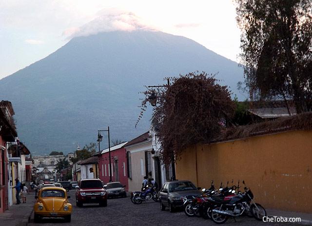 Antigua Volcán de fondo