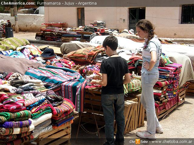 Recorriendo mercado de Purmamarca