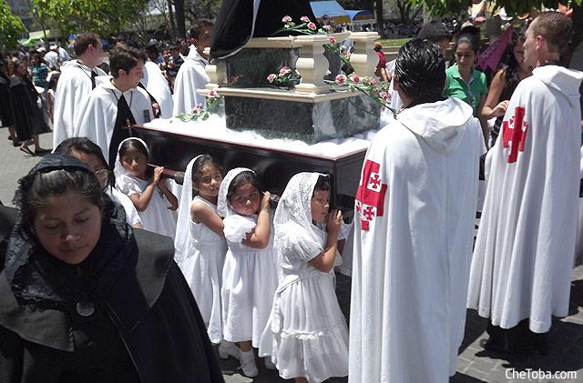 Niños procesión Semana Santa Guatemala