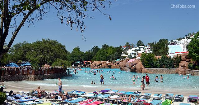 Piscina o laguna artificial con olas en Blyzzard Beach Disney Water Park