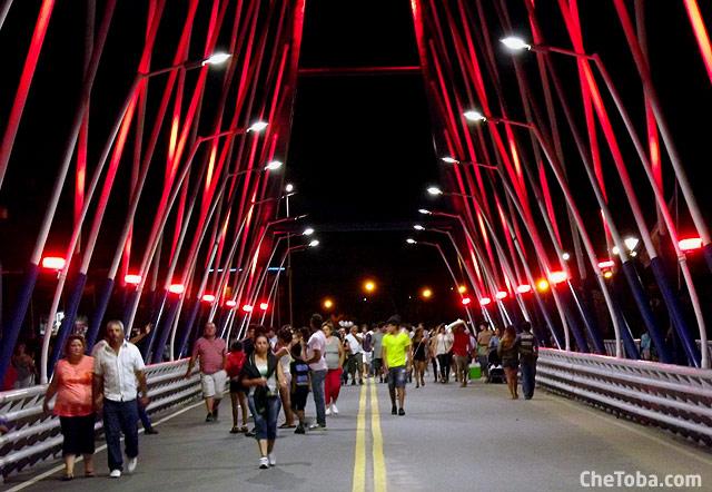 puente-gente-caminando