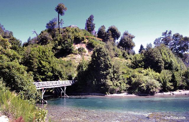 Vista del puente Lago Correntoso Villa La Angostura