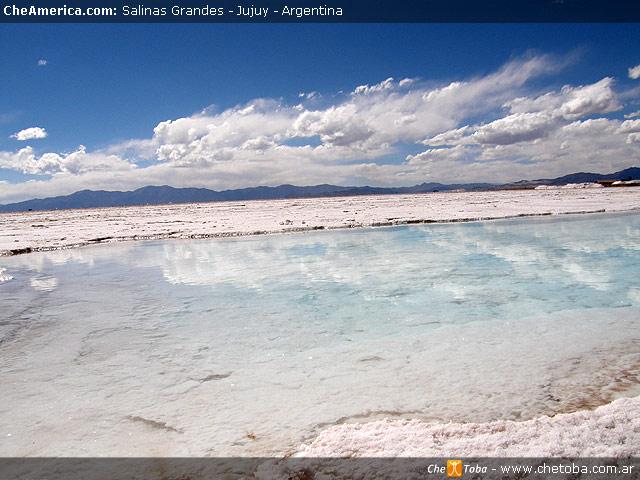 Piletones de agua salar Salinas Grandes Jujuy