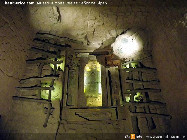 Representación Tumba Real del Señor de Sipán tal como fuera encontrada