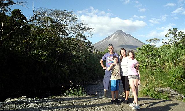 Volcan-Arenal-Familia-Viajera