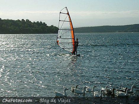 Windsurf en el lago de Embalse Río III